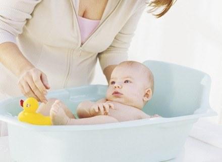 Przegrzewanie organizmu dziecka jest równie niebezpieczne jak wychłodzenie.