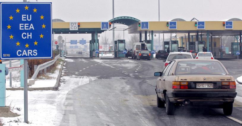 Przejście graniczne w Roeszke /CSABA SEGESVARI /AFP