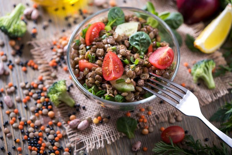 Przejście na zbilansowaną dietę roślinną pomaga leczyć cukrzycę, nadciśnienie, miażdżycę i otyłość. /123RF/PICSEL