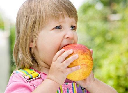 Przekąski z tego typu twardszych warzyw można jednak serwować dopiero dwulatkowi /© Panthermedia