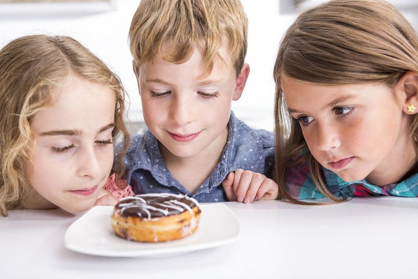 Przekazy dla otyłych dzieci są inne niż dla szczupłych /©123RF/PICSEL