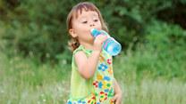 Przekonaj dziecko do picia wody - warto!