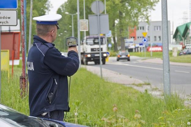 Przekroczenie prędkości o 50 km/h będzie oznaczało utratę prawa jazdy na 3 miesiące /Łukasz Grudniewski /East News