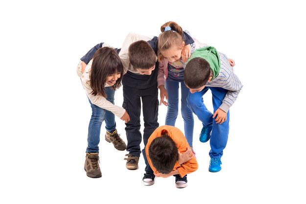 Przemocy najczęściej doświadczają uczniowie szkół podstawowych. /123/RF PICSEL
