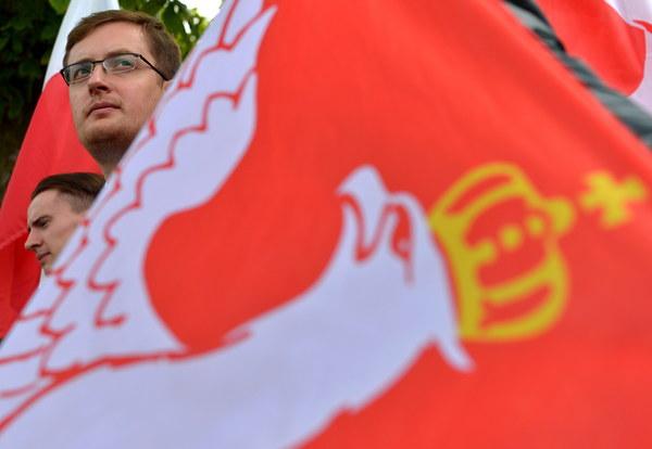 Prezes Ruchu Narodowego poseł Robert Winnicki (2L)