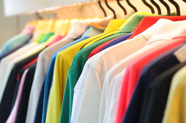 Przemysł odzieżowy jest drugim najbardziej toksycznym przemysłem świata, zaraz po wydobywczym. /©123RF/PICSEL