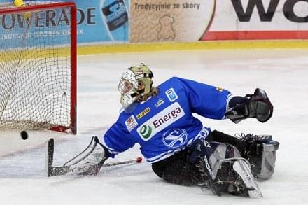 Przemysław Odrobny rozegrał bardzo dobry mecz w bramce Stoczniowca, fot: Tadeusz Bącal /INTERIA.PL