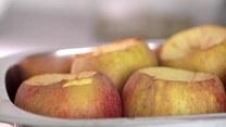 Przepis na szybki i rozgrzewający deser z pieczonych jabłek