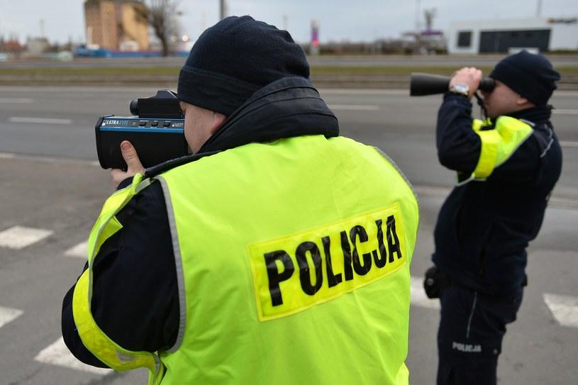 Przepisy o zabieraniu prawa jazdy mają zostać nieco złagodzone /Łukasz Szelemej /East News