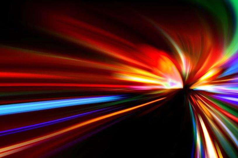 Przeprowadzone eksperymenty potwierdzają symetrię Lorenza /©123RF/PICSEL