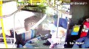 Przerażający wypadek w Syracuse. Kierowca pick-upa wbił się w autobus, raniąc kilku pasażerów