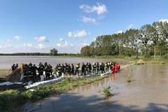 Przerwane wały na rzece Wąskiej. Zagrożona wieś