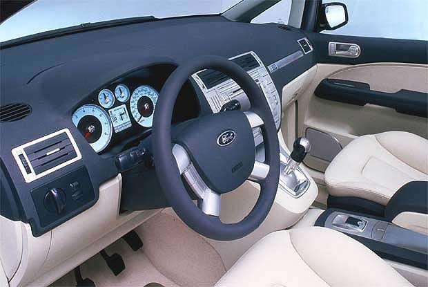 Przesiąknięte elektroniką wnętrze prototypowego forda (kliknij) /INTERIA.PL