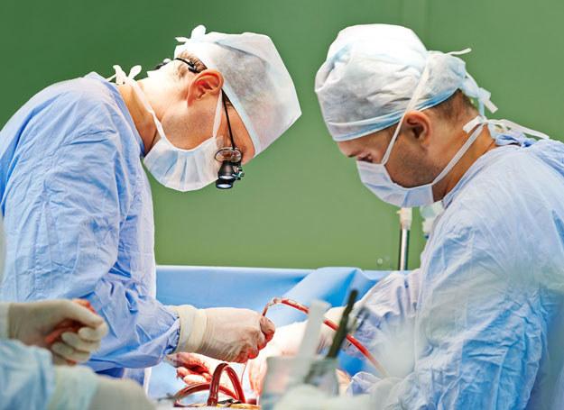 Przeszczep od osoby uznanej za zmarłą zawsze może uratować komuś życie /123RF/PICSEL