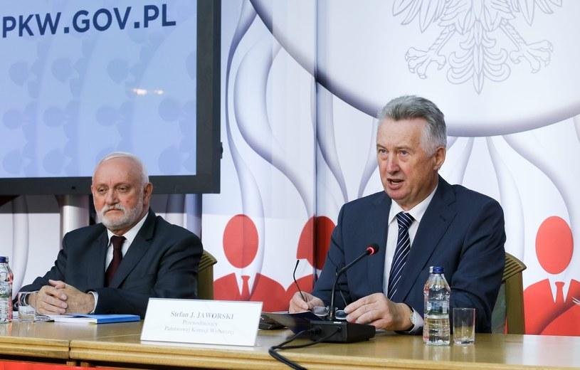 Przewodniczący PKW Stefan Jaworski oraz sekretarz PKW Kazimierz Czaplicki /Paweł Supernak /PAP