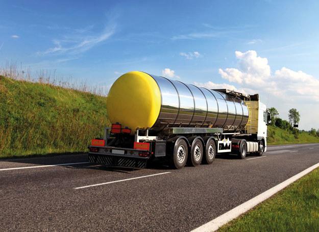 Przewożone w cysternie środki chemiczne będą teraz przepompowywane/ Zdjęcie ilustracyjne /123/RF PICSEL