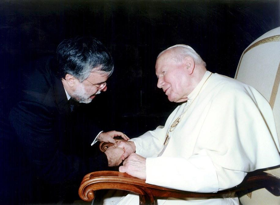 Przez lata Jan Paweł II był dla Polaków autorytetem, powodem do dumy /OSSERVATORE ROMANO / HANDOUT /PAP/EPA