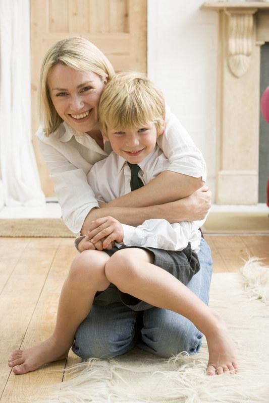 Przez pierwsze kilka lat życia przytuj dziecko jak najczęściej  /© Panthermedia