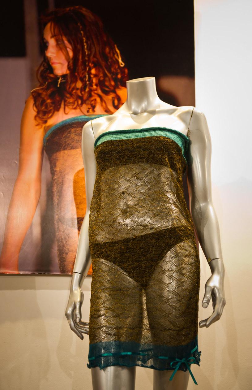Przezroczystą sukienkę Kate sprzedano w 2011 r. za 78 tysięcy funtów /Getty Images