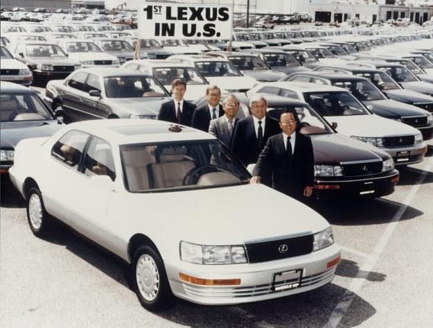 Przód zapożyczony z Mercedesa, tył samochodu zaś z modelu BMW 700, całość nosi nazwę Lexus LS 400 i ma być japońska bronią w walce na rynku pojazdów luksusowych. /Lexus