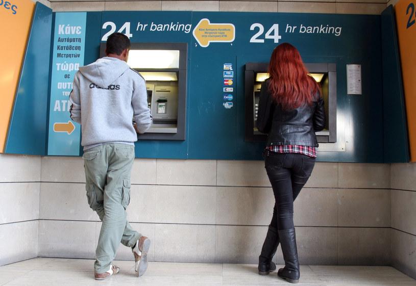 Przy bankomatach na Cyprze ustawiały się kolejki /AFP