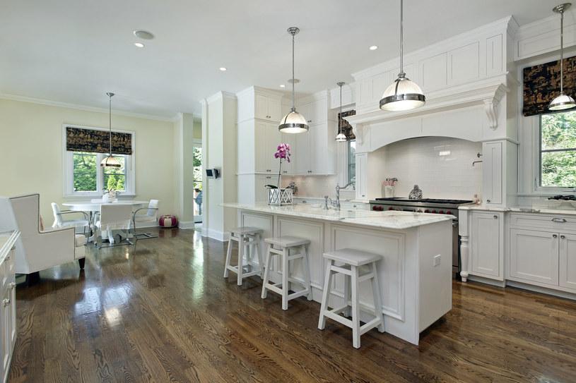 Przy odrobinie wysiłku można dobrze zaaranżować nawet niewielkie mieszkanie /©123RF/PICSEL