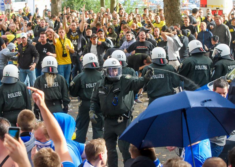 Przy okazji derbów Zagłębia Ruhry doszło do starć kibiców Borussii Dortmund i Schalke 04 Gelsenkirchen /AFP