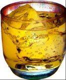 Przy szklaneczce whisky najczęściej odpoczywamy po pracy /INTERIA.PL