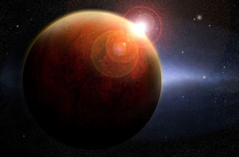 Przy wyborze kolonizatorów Marsa powinno się wziąć pod uwagę jeszcze jeden czynnik - zegar biologiczny /©123RF/PICSEL