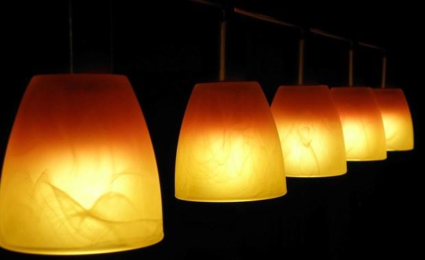 Przyćmione światło nas ogłupia. Dosłownie!