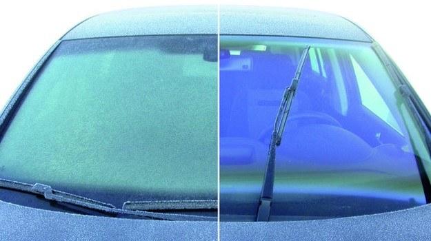 Przyczyną szronu na szybach wewnątrz auta jest nadmiar wilgoci w kabinie. /Volkswagen
