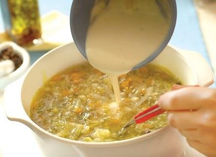 Przygotowanie zupki dla malucha to żaden problem! /poboczem.pl