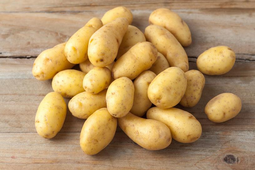 Przygotuj sok z ziemniaka. Pomoże ci w walce z przykrą dolegliwością /123RF/PICSEL
