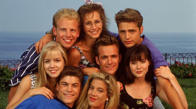 """Przyjaciele z """"Beverly Hills, 90210"""" dobrze znali się na modzie lat 90.! /CBS Drama /materiały prasowe"""