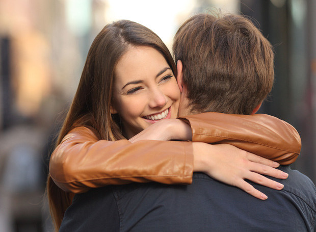 Przyjaciółka uważa, że lepiej nie przesadzać z miłością /123RF/PICSEL