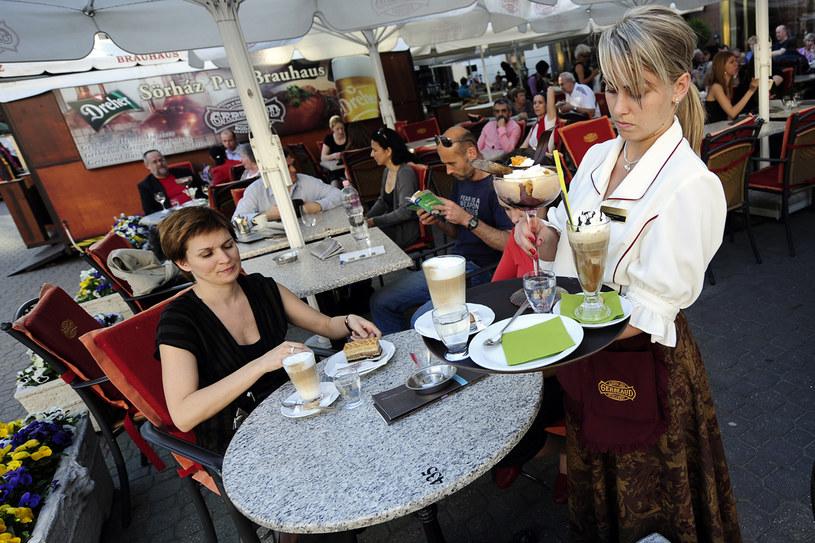 Przyjechać do Budapesztu i nie spróbować lokalnych specjałów, to jak przejeżdżać przez Paryż i nie zobaczyć wieży Eiffle'a /AFP