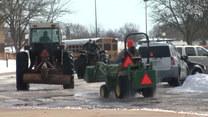 Przyjechali do szkoły traktorem!
