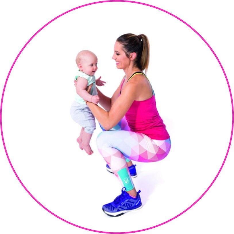 Przysiad z jednoczesnym wznoszeniem dziecka, fot. Pixel Heart Aleksandra Klimek-Lipnicka /materiały prasowe