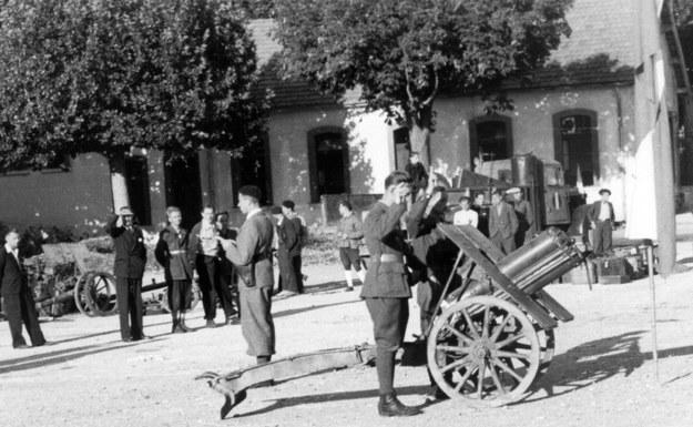 Przysięga żołnierzy w jednym z polskich oddziałów partyzanckich we Francji. Rok 1944 /Archiwum Tomasza Szczerbickiego