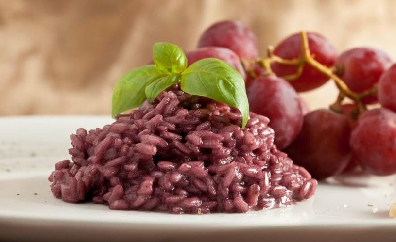 Przysmak z północy Włoch - risotto duszone w czerwonym winie /©123RF/PICSEL
