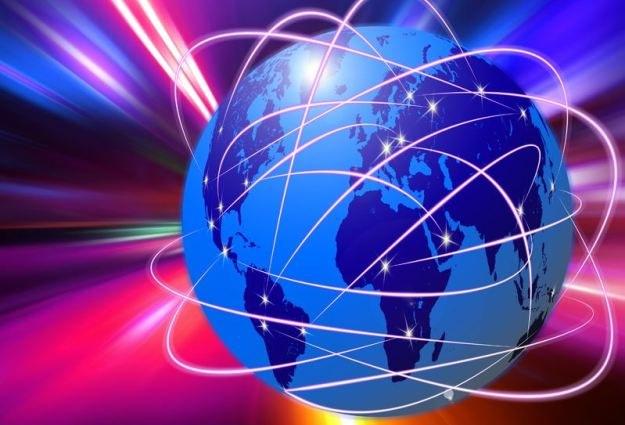 """""""Przyszłością sieci jest chmura i urządzenia łączące nas z internetem"""". /123RF/PICSEL"""