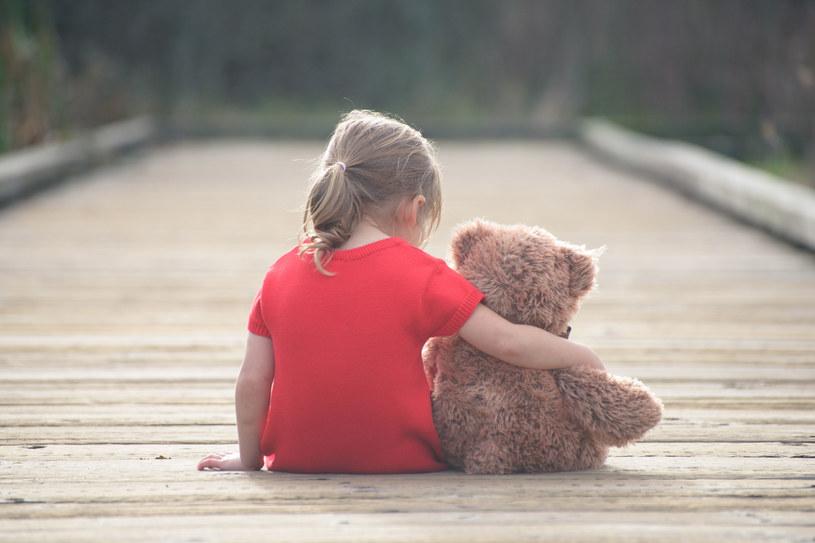 Przytulanie jest ważnie nie tylko dla dzieci /123RF/PICSEL