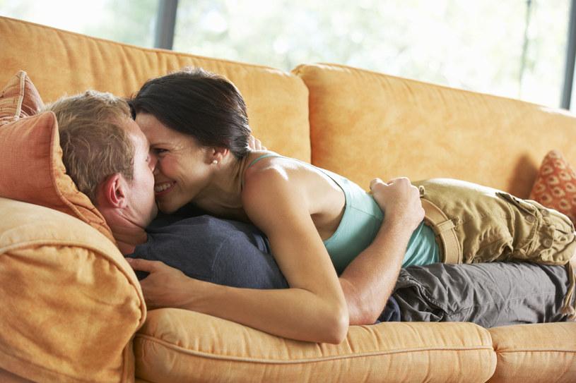 Przytulanie pobudza wydzielanie oksytocyny /123RF/PICSEL