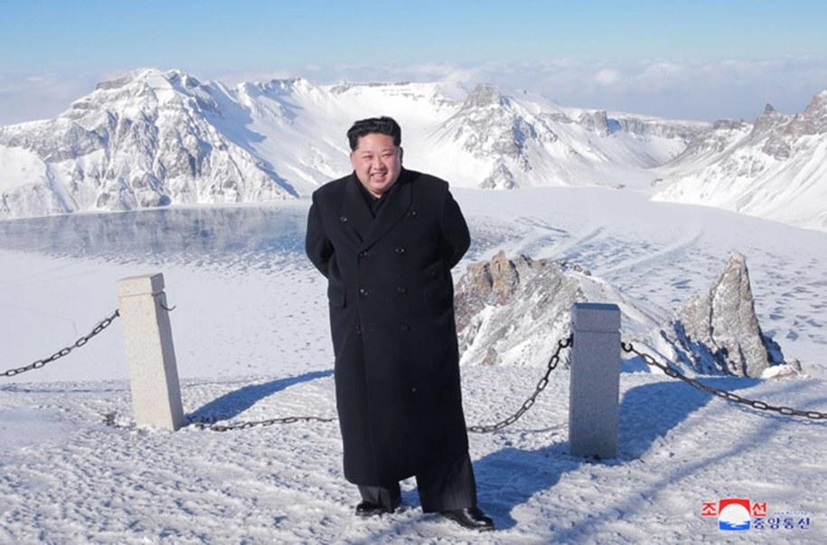 Przywódca Korei Północnej Kim Dzong Un /KCNA/UPI Photo/Newscom /PAP