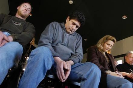 Psychomanipulacja i totalność - cechy definiujące sektę /AFP
