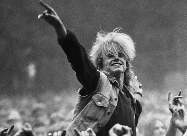 Publiczność na festiwalu w Jarocinie w połowie lat 80. - fot. Wojciech Druszcz /Reporter