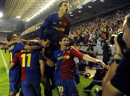 Puchar Króla był pierwszym tegorocznym trofeum Barcelony /AFP