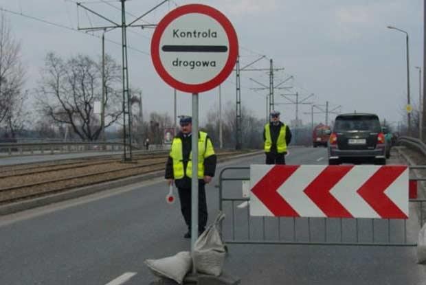 """""""Punkt blokadowy"""" na al. Pokoju w Krakowie / kliknij /INTERIA.PL"""