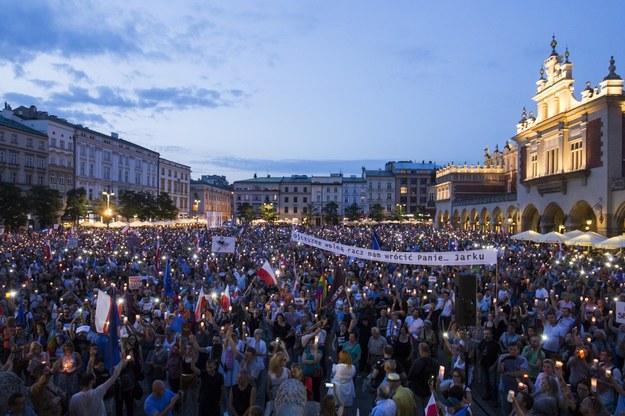 Pustki na sobotniej manifestacji w Krakowie /Jakub Wlodek /Reporter