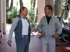 Putin i Miedwiediew demonstrują siłę w bawełnianych dresach